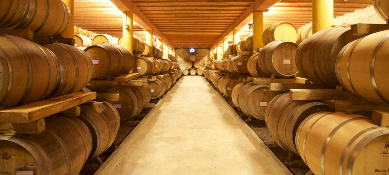 Aging with wooden barrels